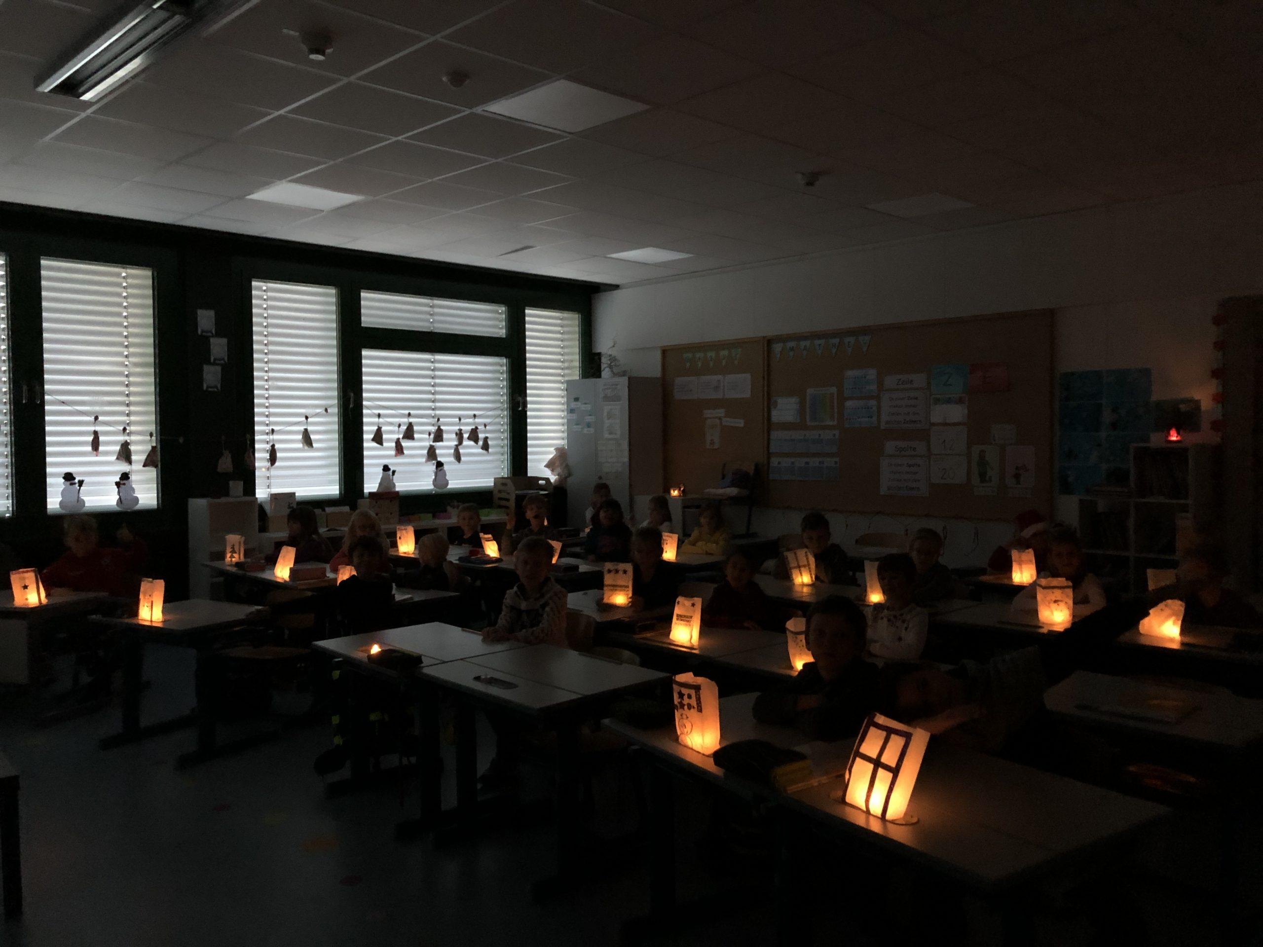 Adventstimmung im Klassenzimmer der 2b